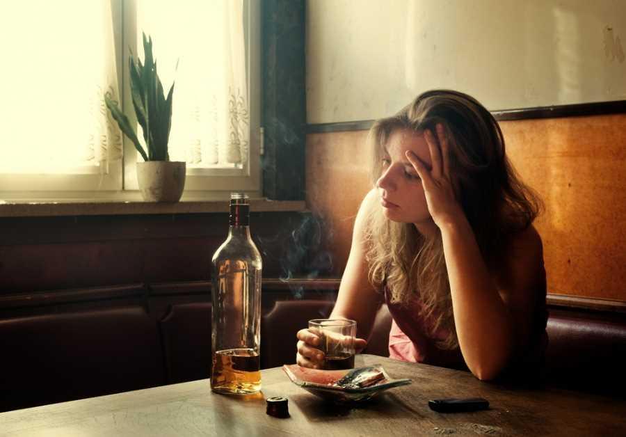 Как излечить алкоголизм женщины